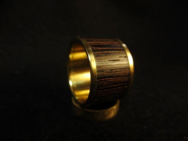 木と真鍮の指輪 ウェンジ 象嵌リング 大