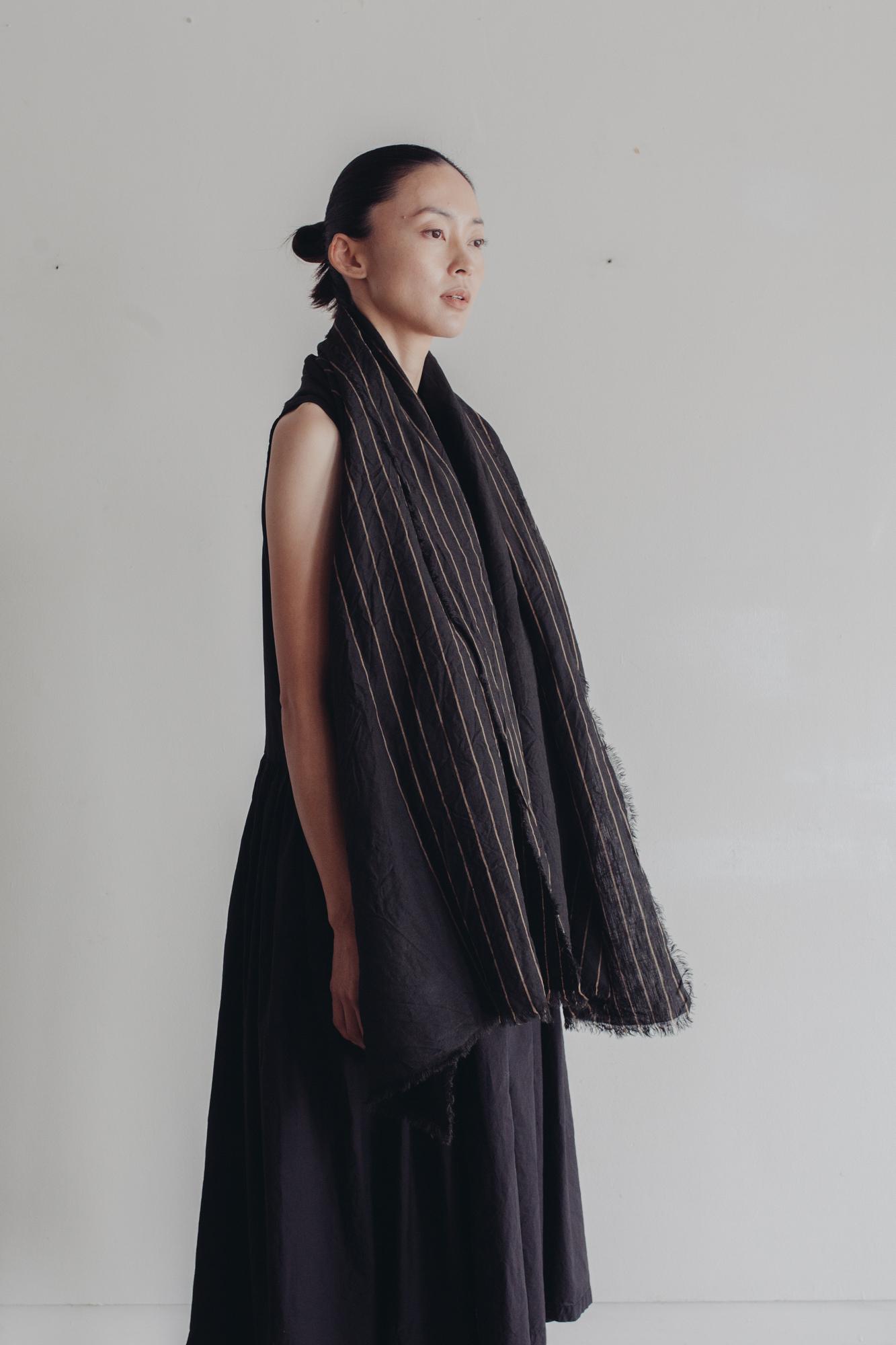 01532-1 yarn dye linen muffler / black