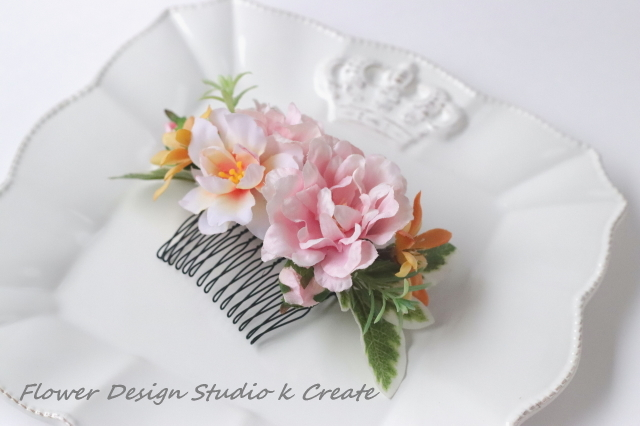 ピンクの薔薇とローズマリーのコーム 結婚式 浴衣 ピンク バラ オレンジ 髪飾り バラ