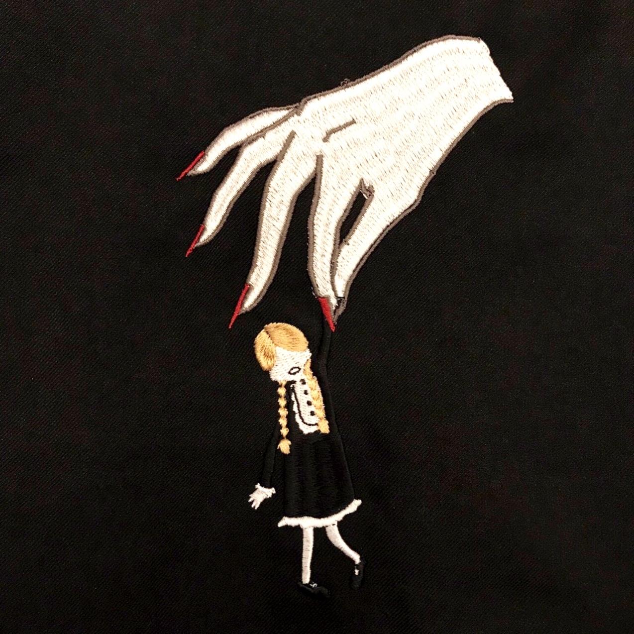 刺繍ワンピース(連れ去り少女/黒/長袖)