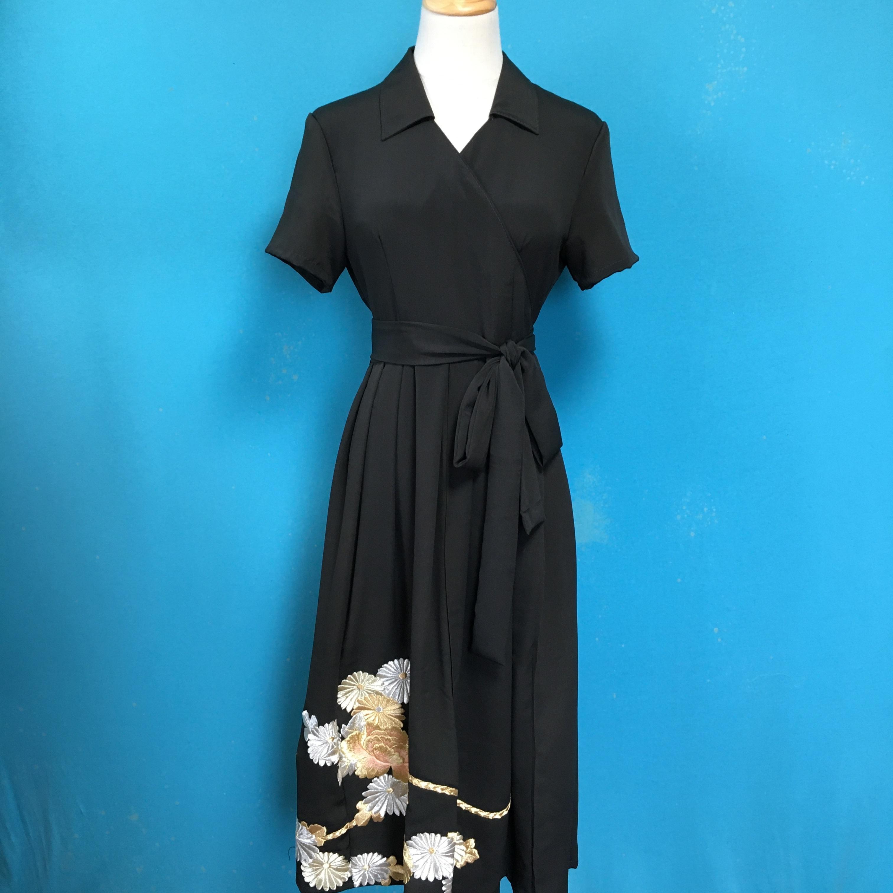 Vintage black kimono wrap dress/ US 8, gorgeous embroidery
