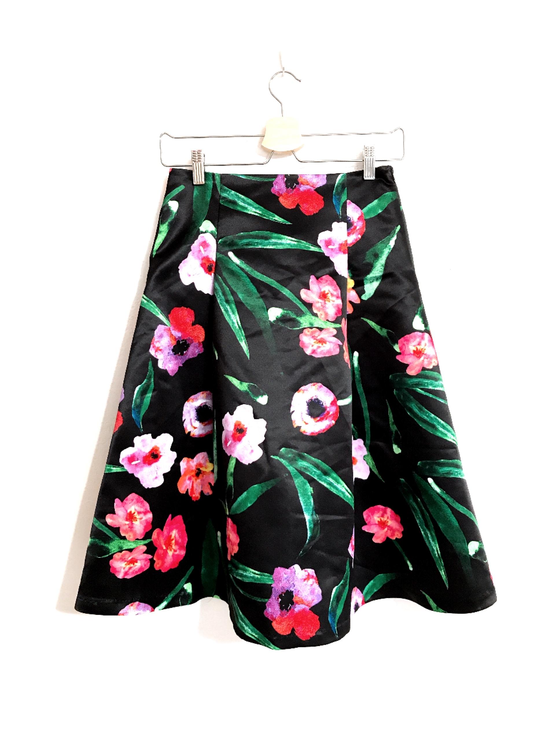 サテン生地の可愛いお花柄スカート ブラック