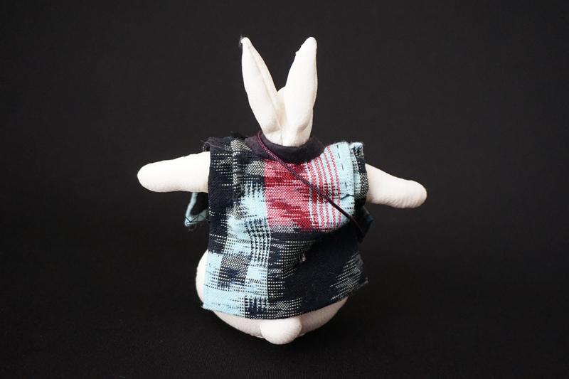 着物、和服の古布人形「ちゃんちゃんこを着たうさぎ」白 - 画像3