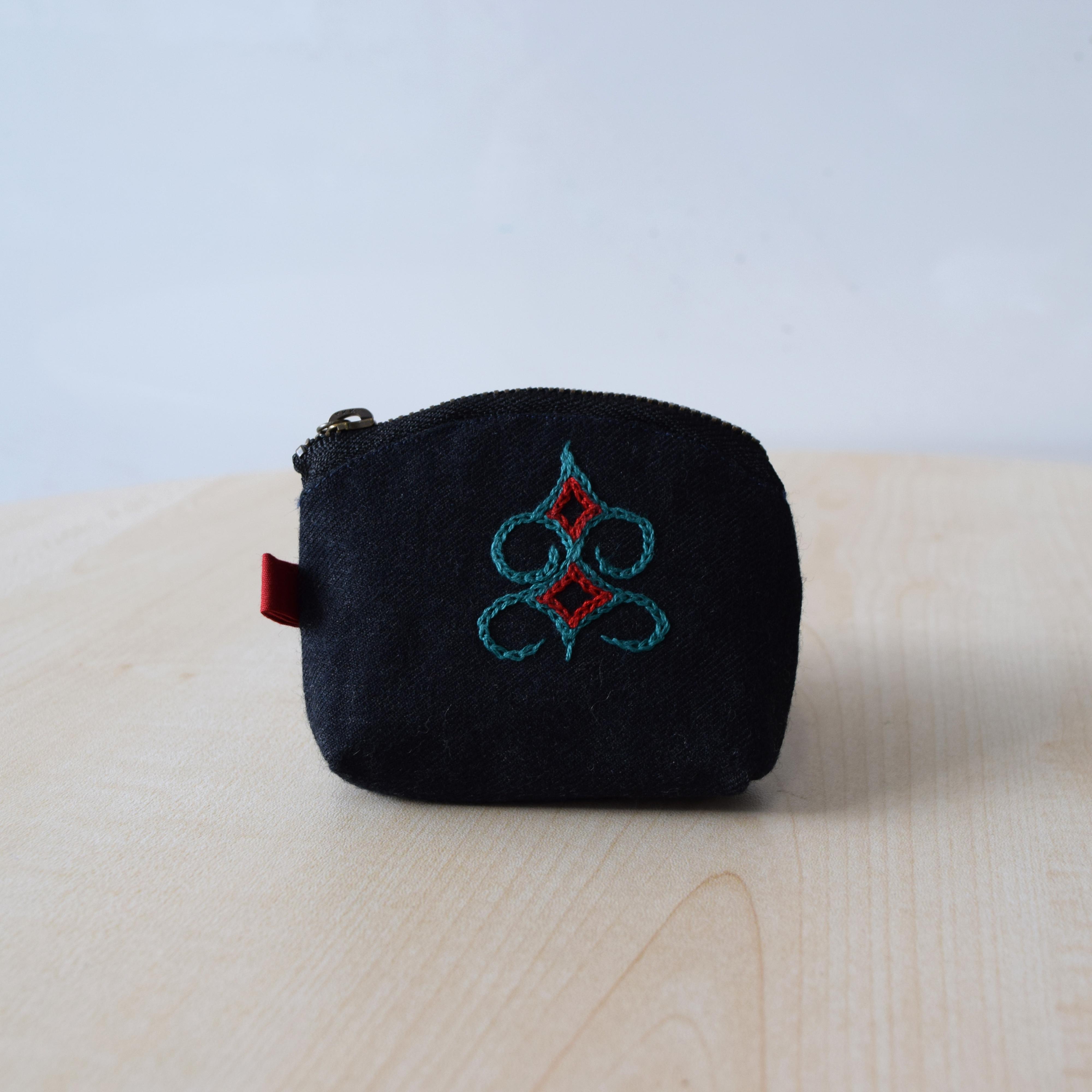 小銭入れ(黒、緑刺繍)  coin purse 【さっぽろアイヌクラフト】