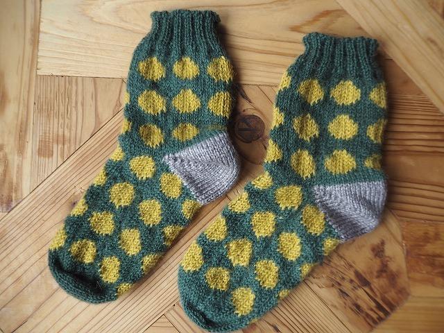 手編みの靴下・ドット