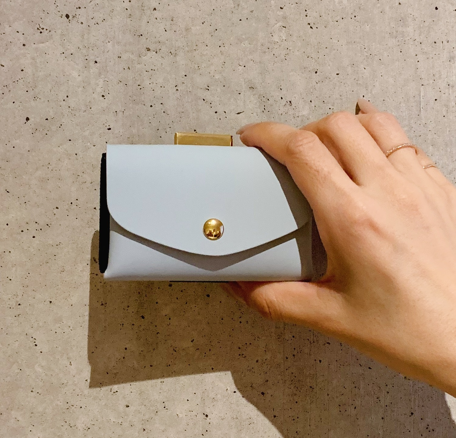 enrich everyday × com-ono Everyday TINY Wallet/SAX × BEIGE(サックス × ベージュ)
