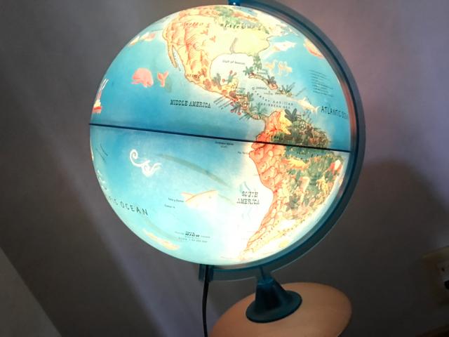 ライトアップ地球儀