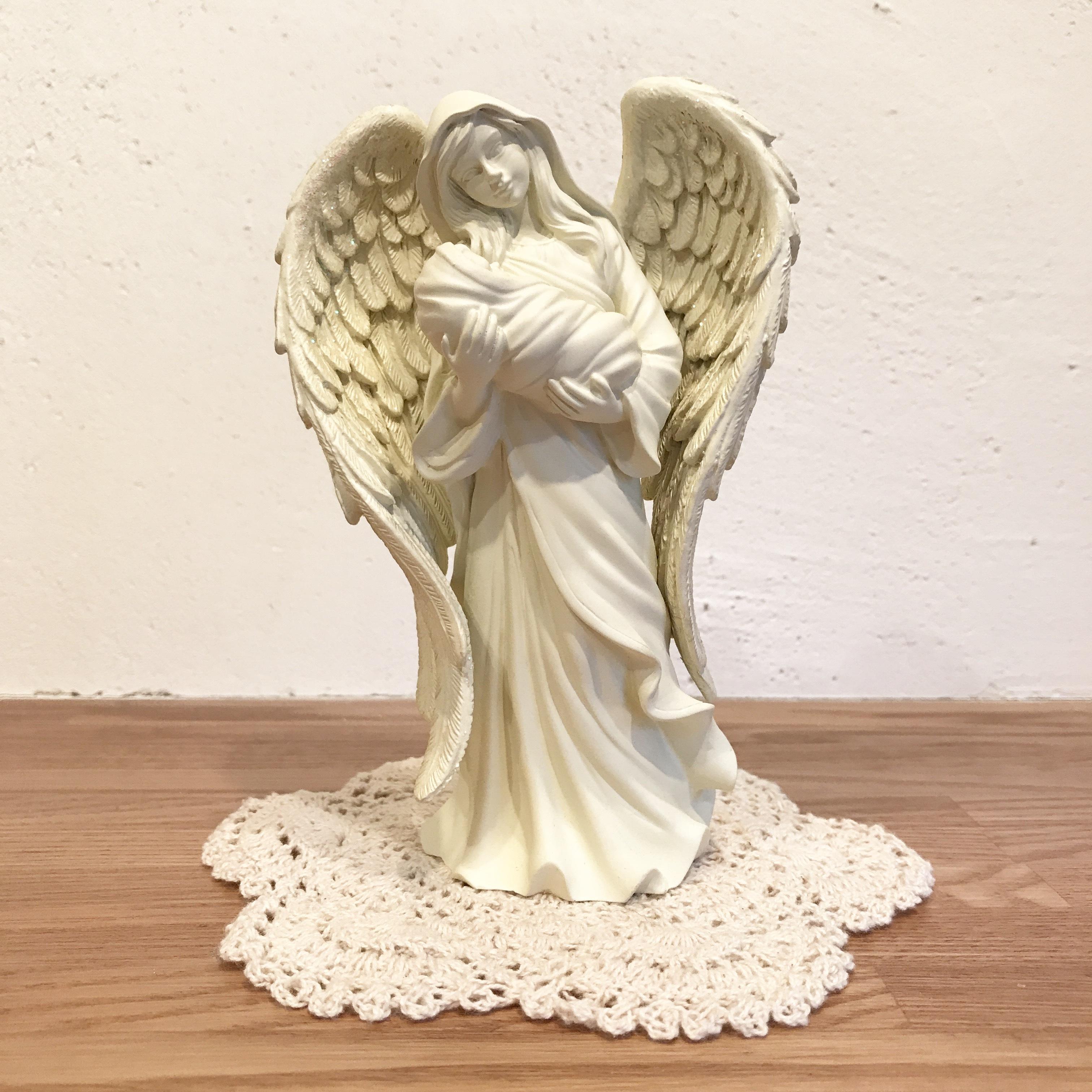 赤ちゃんを胸に抱く天使 [天使雑貨]