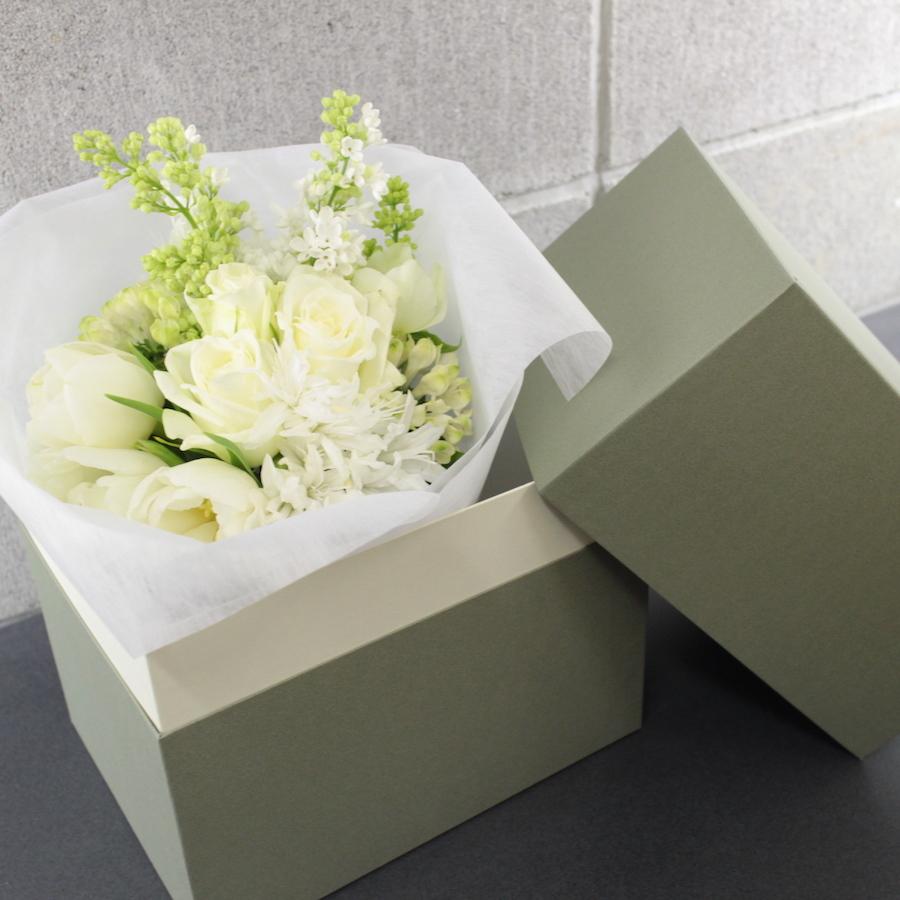 <ホワイトデー>ホワイトの花束BOXを贈る