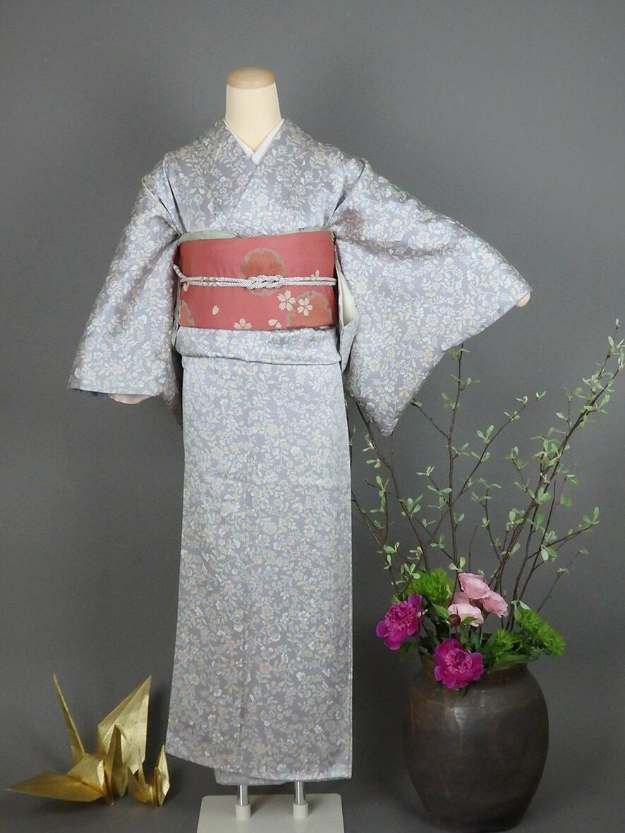 11.薄グレー地ピンク更紗+エンジ桜袋帯+帯締め3点セット