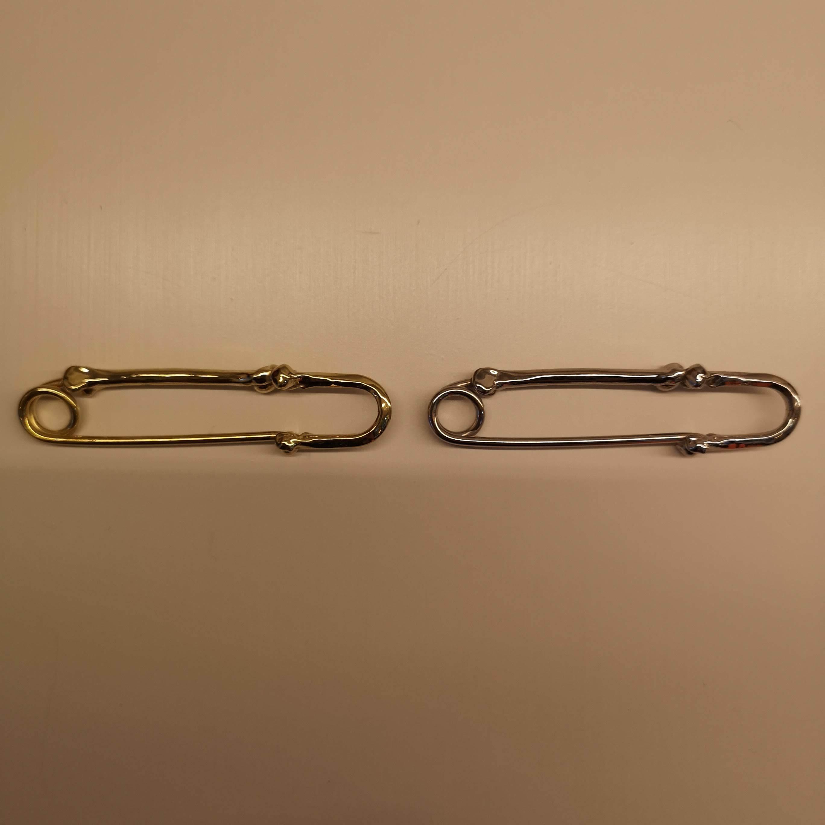 sa.0058AW18 : bone shaped pins -L-.
