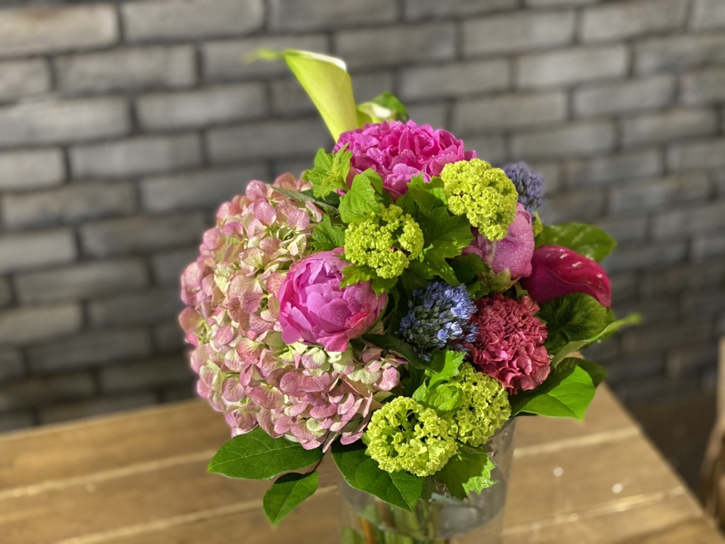 【母の日ギフト】おまかせ紫陽花と芍薬ブーケ
