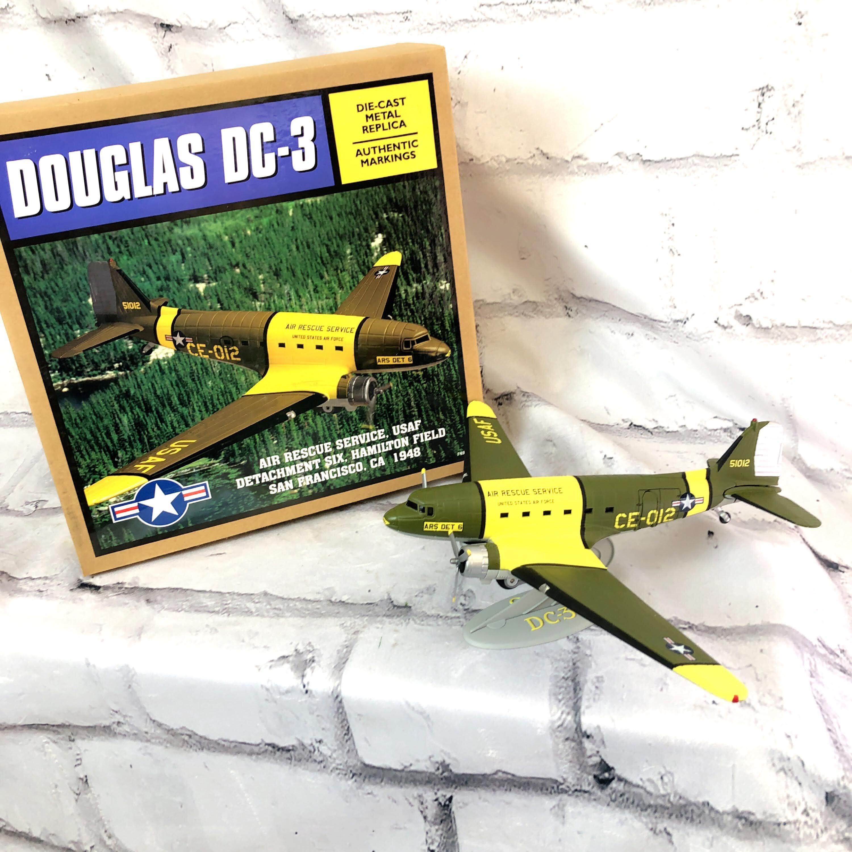 品番3937-2 1/72スケール DOUGLAS ダグラス DC-3 ダコタ 軍輸送機 CE-012 航空機用 ダイキャスト リミテッドエディション 011
