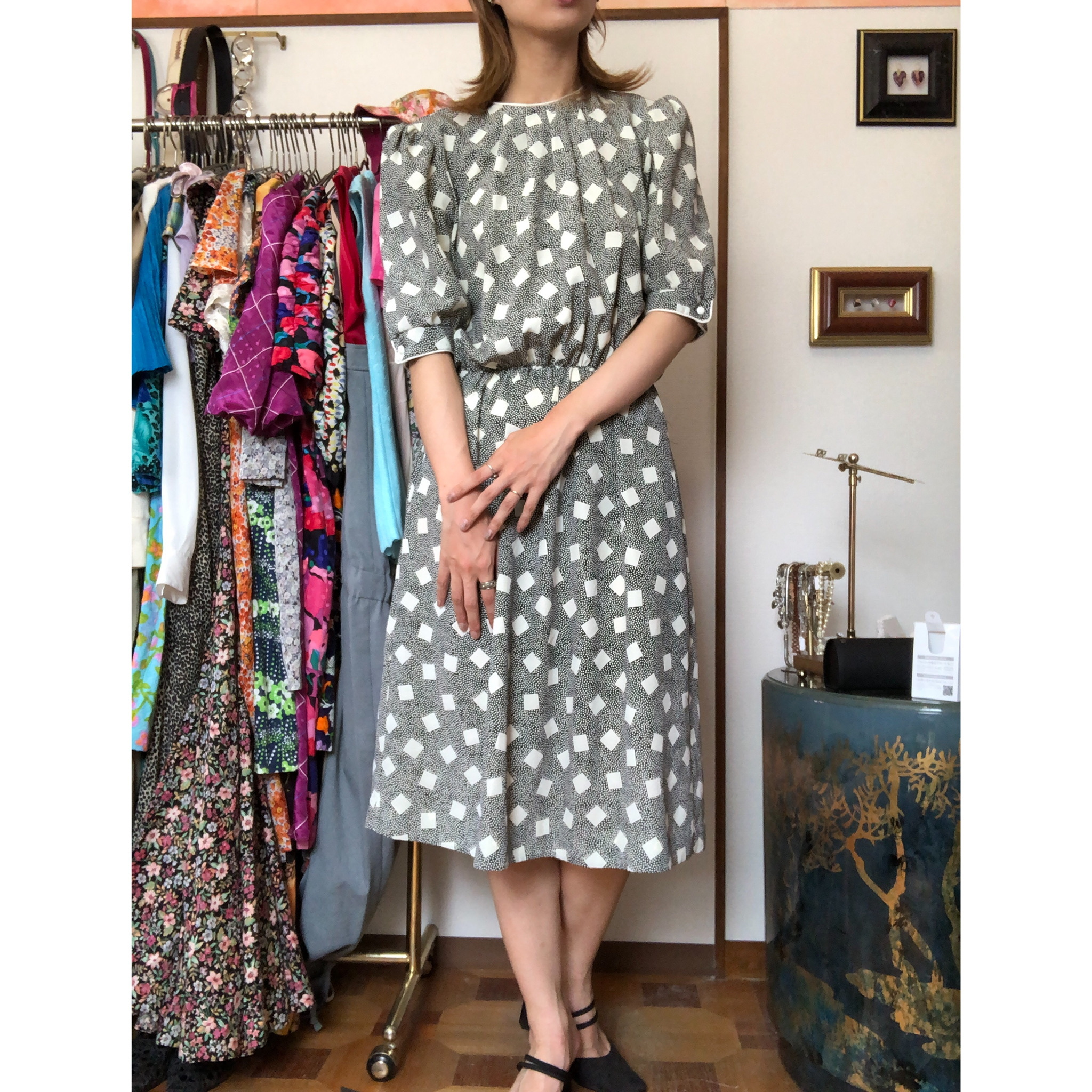monotone puff sleeve dress