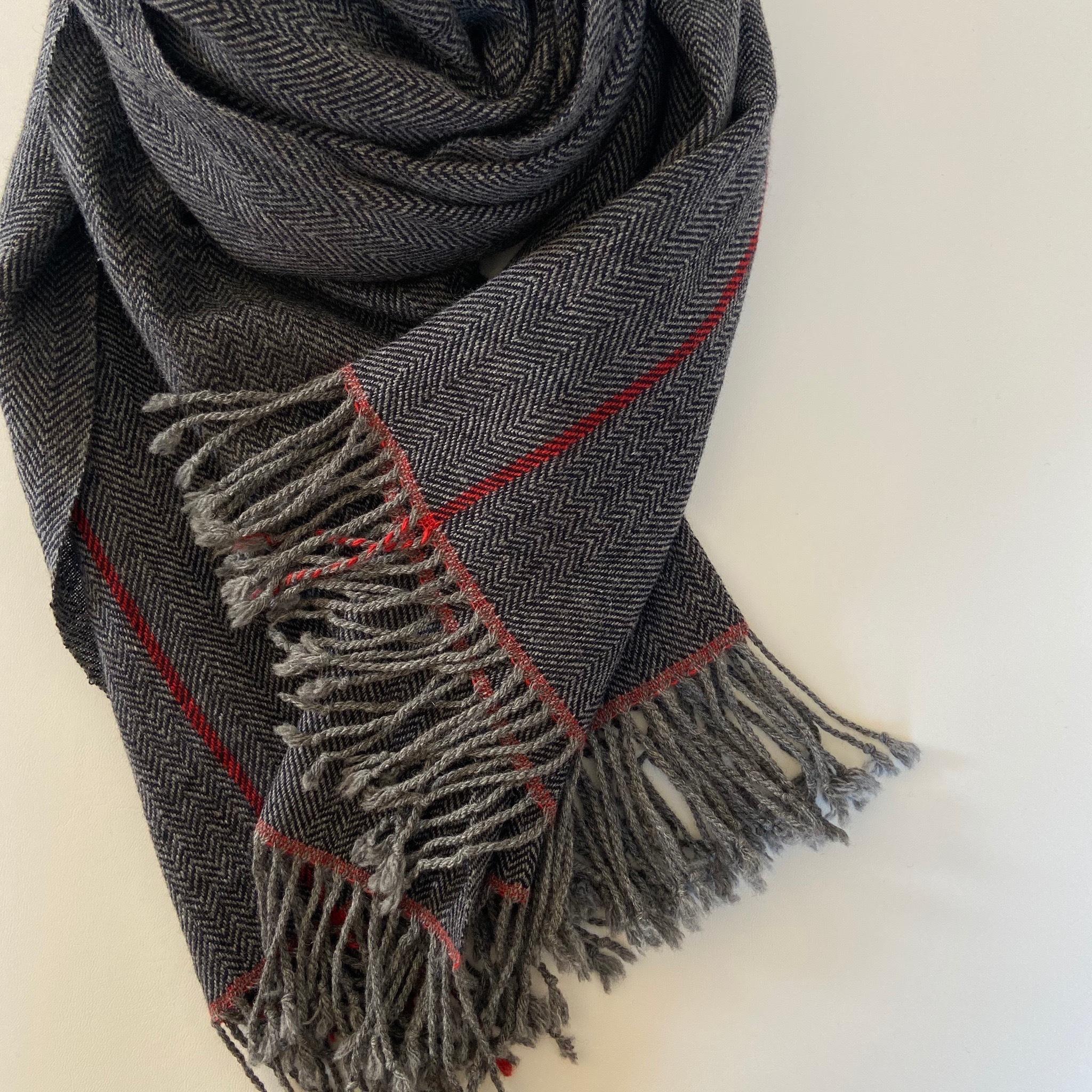 手織りカシミヤラムウールショール(ワンポイントラインとヘリンボーン/Red line & Herringbone)