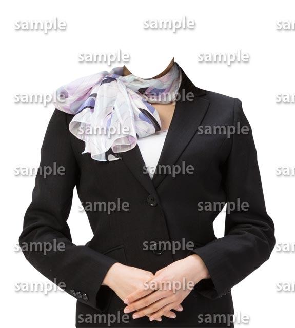 女性黒スーツスカーフ正面