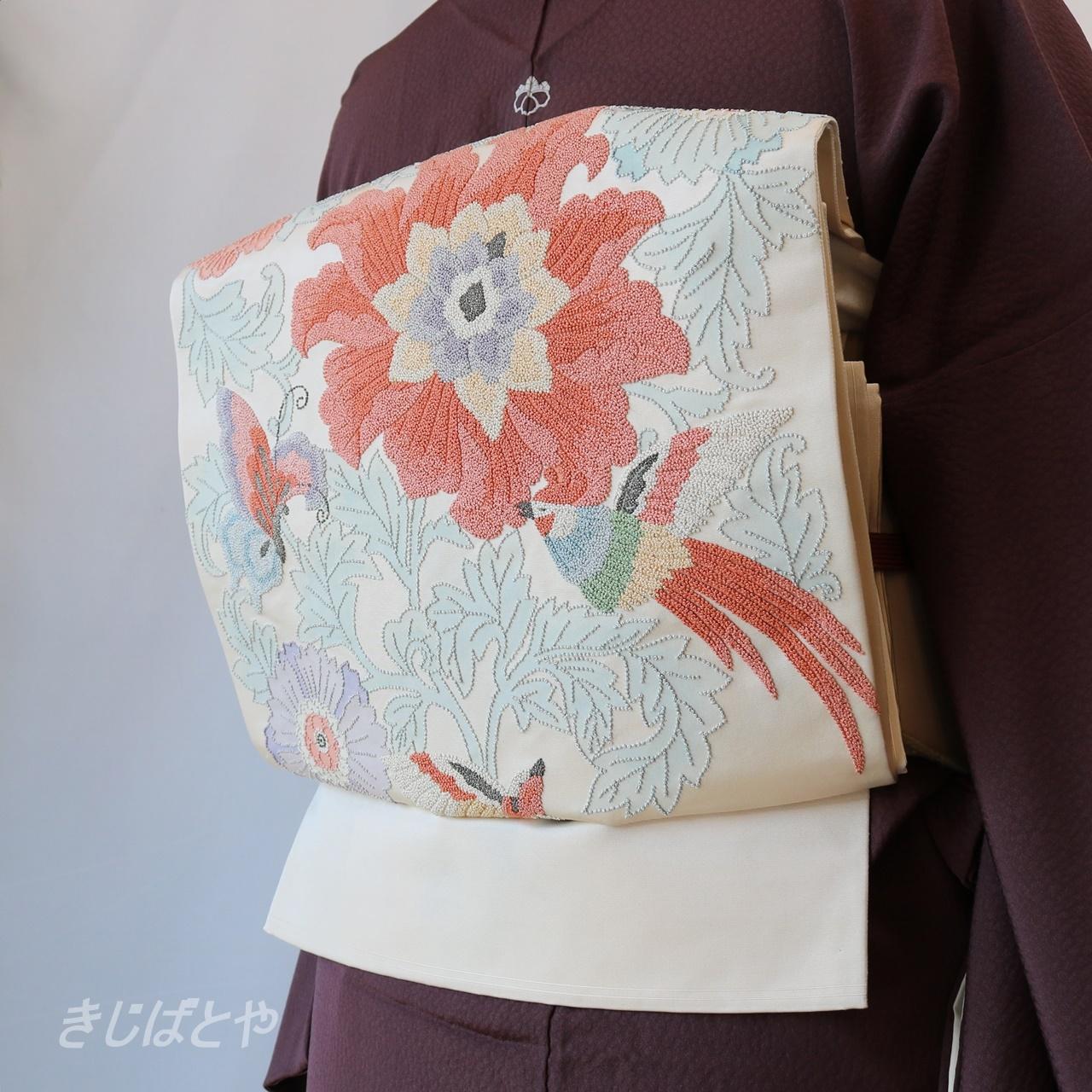正絹 白地に花鳥の相良刺繍の袋帯