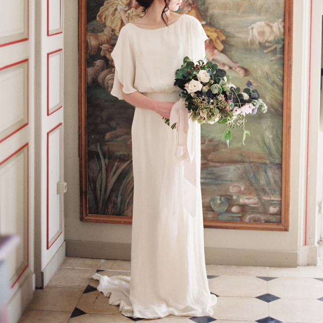 ホワイト イブニング ドレス Vバック ショートトレーン