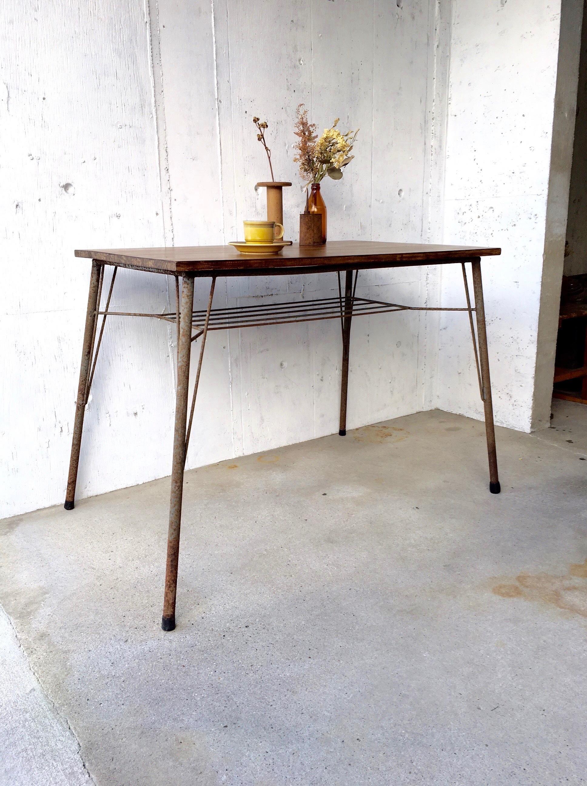 木天板×グレーサビ脚のテーブル[オリジナルリメイク]