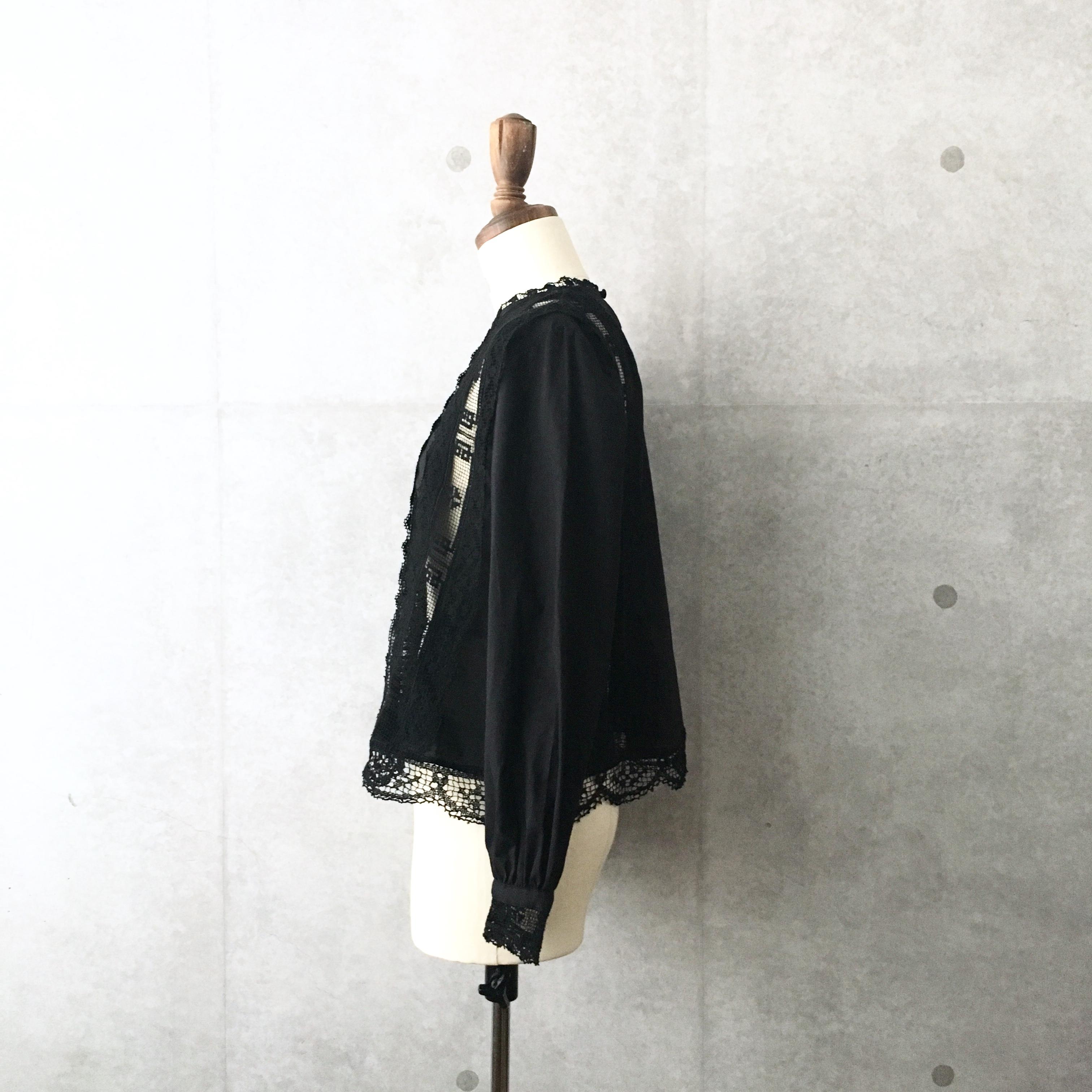 nesessaire Filet lace blouse