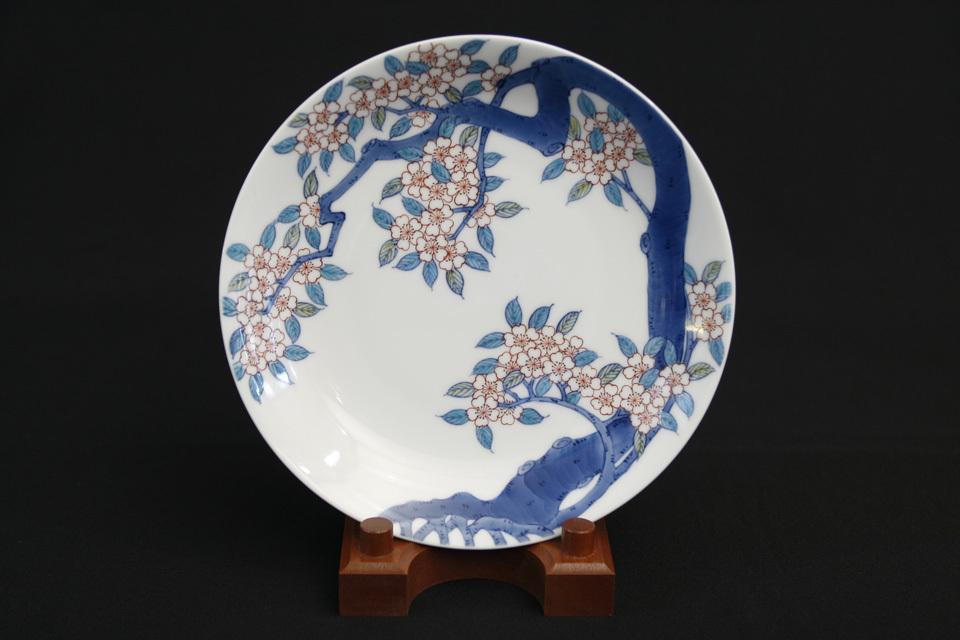 色鍋島桜文 皿 作:畑萬陶園(鍋島焼)