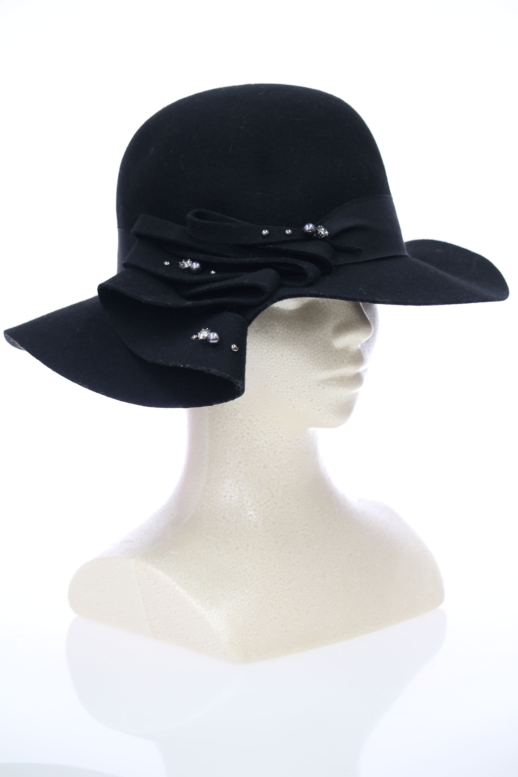 波を打つ女優帽