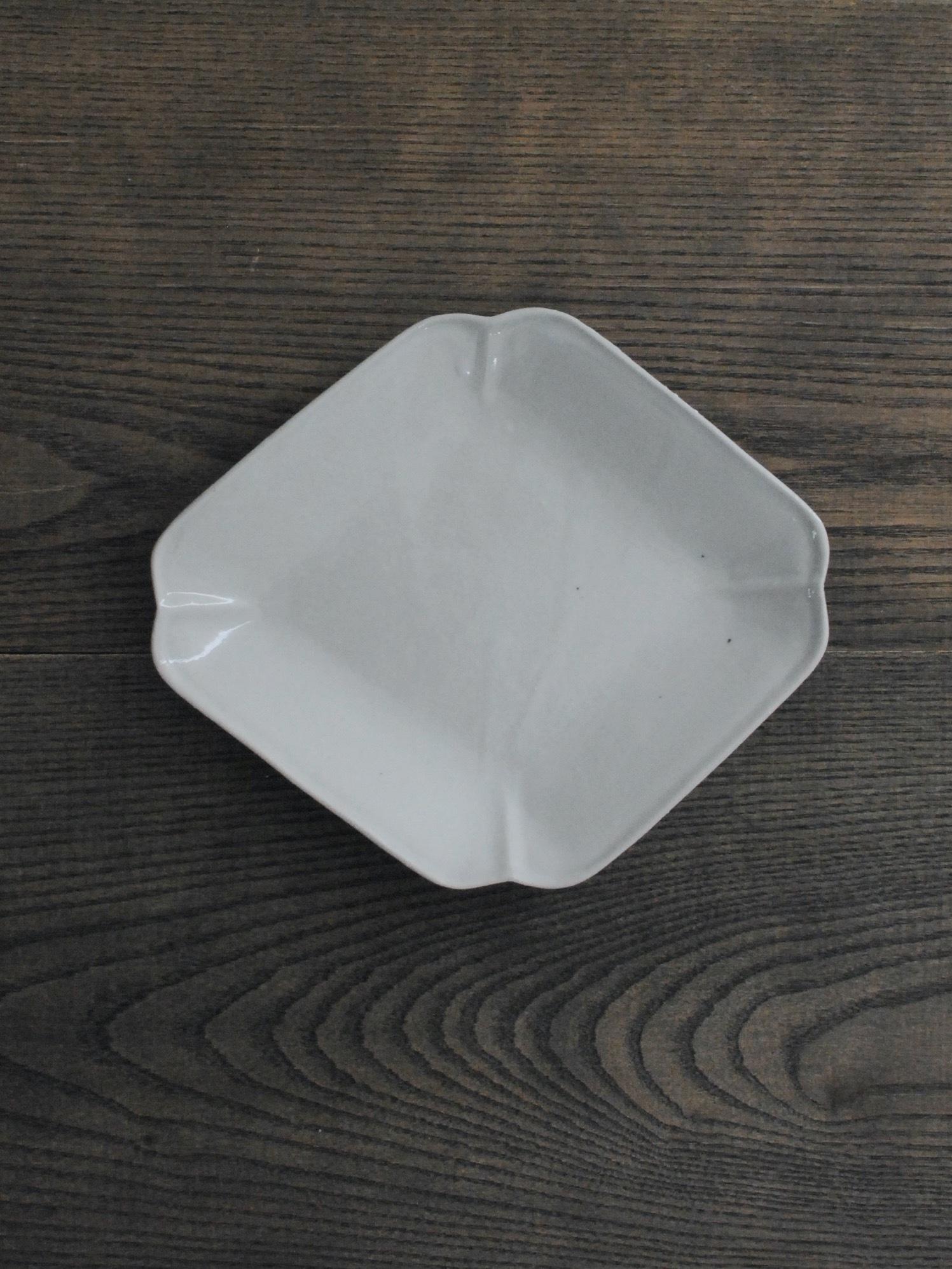 安齋新・厚子 白磁菱型皿