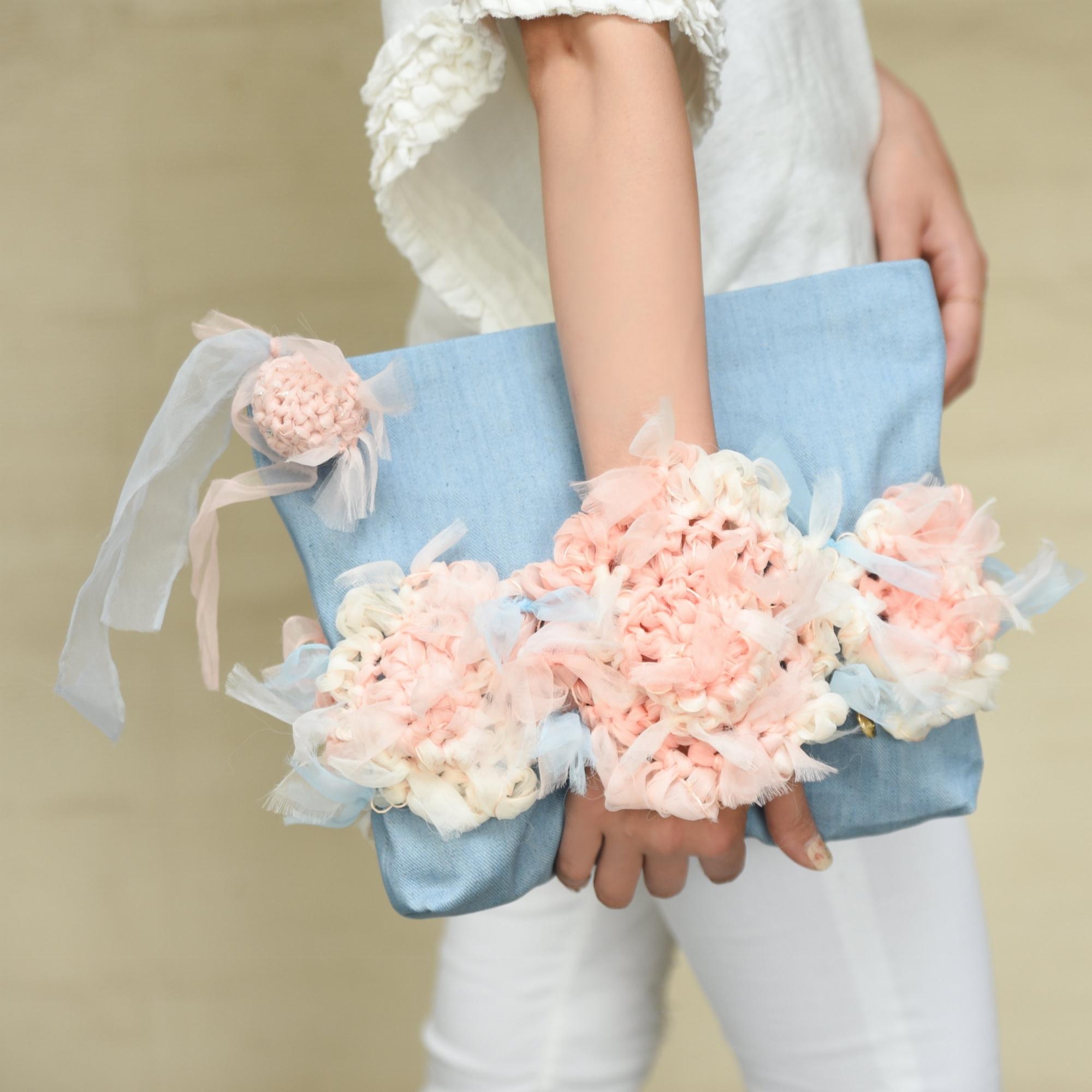 クラッチ!咲き編みフラワー×デニムポーチ