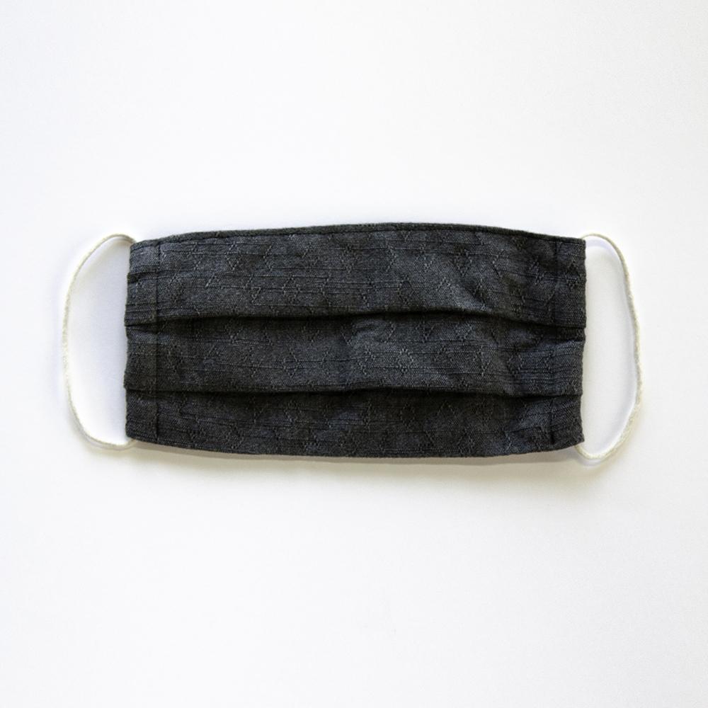 サラッとして蒸れにくい「綿麻素材の布マスク」たっぷりサイズのプリーツ仕立て [色:ネイビーグレー]