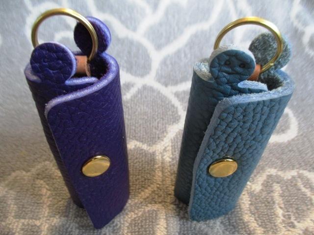 【新作・ブルー系】鍵1本・ちょっと突き出た革キーケース ミニ ゴールドホック