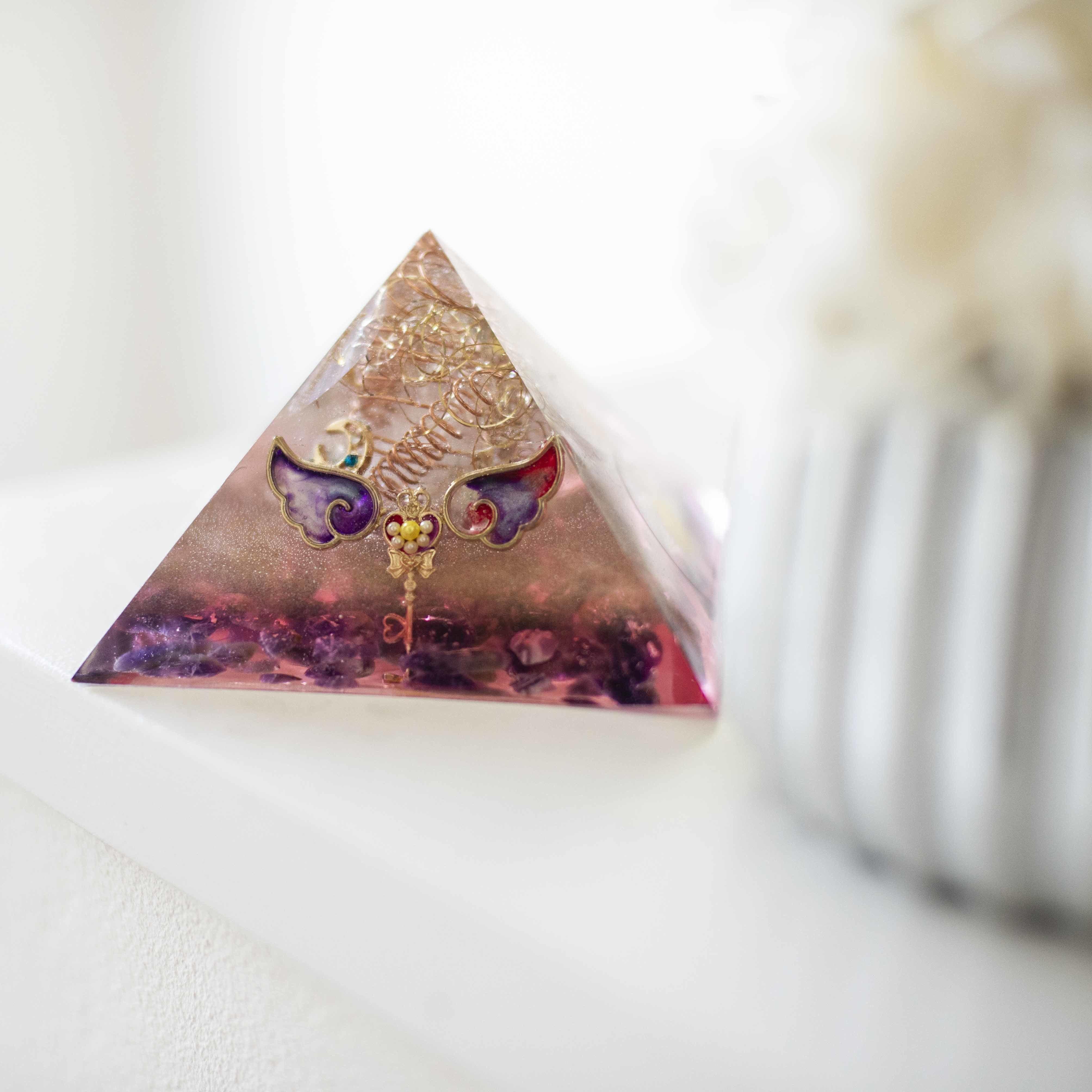 風水オルゴナイトピラミッド型☆おすすめインテリア【リビング】