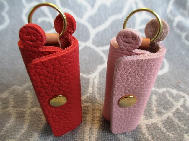 【新作・ピンク系】鍵1本・ちょっと突き出た革キーケース ミニ ゴールドホック