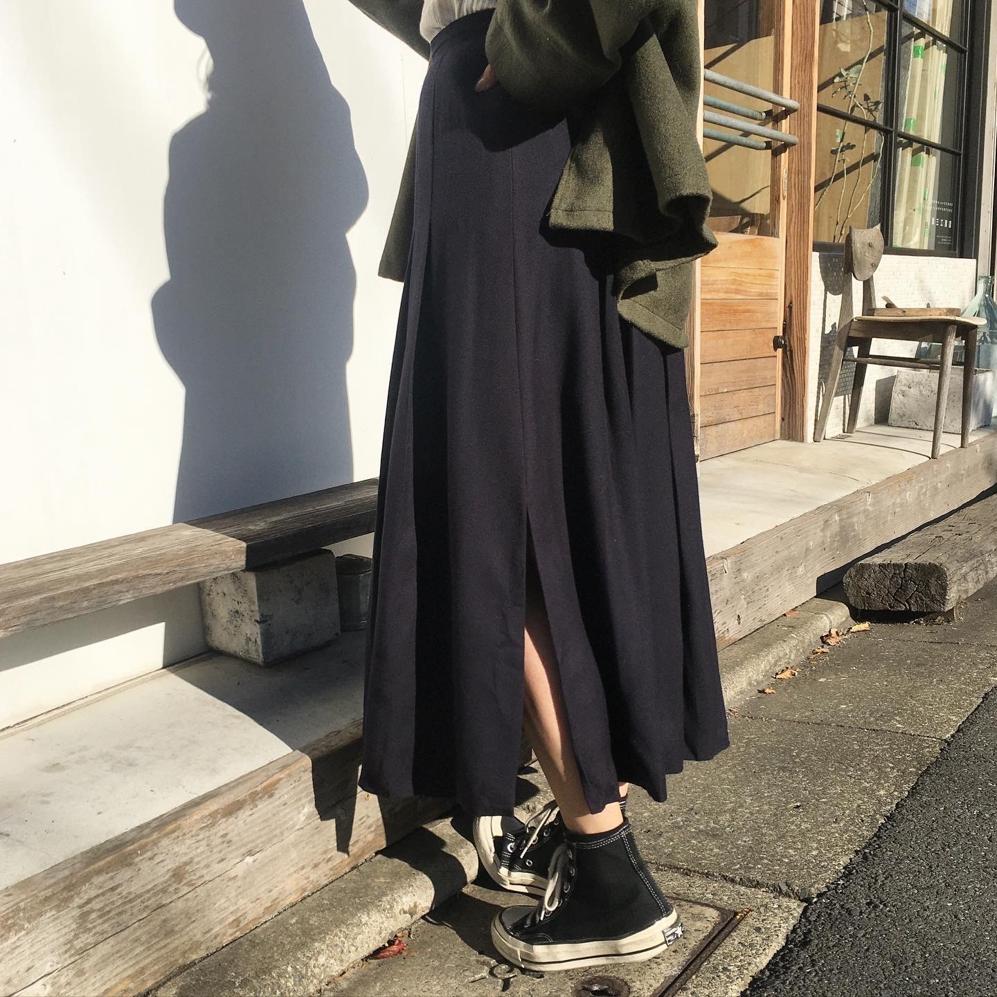"USED "" Wool Navy pleats & slit skirt """
