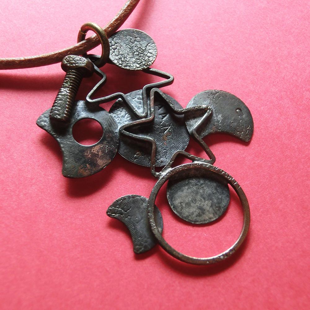 【スズメバチ】b  ~  ペンダントトップ ※革紐やチェーンは付属しません。☆ 真鍮 #1469