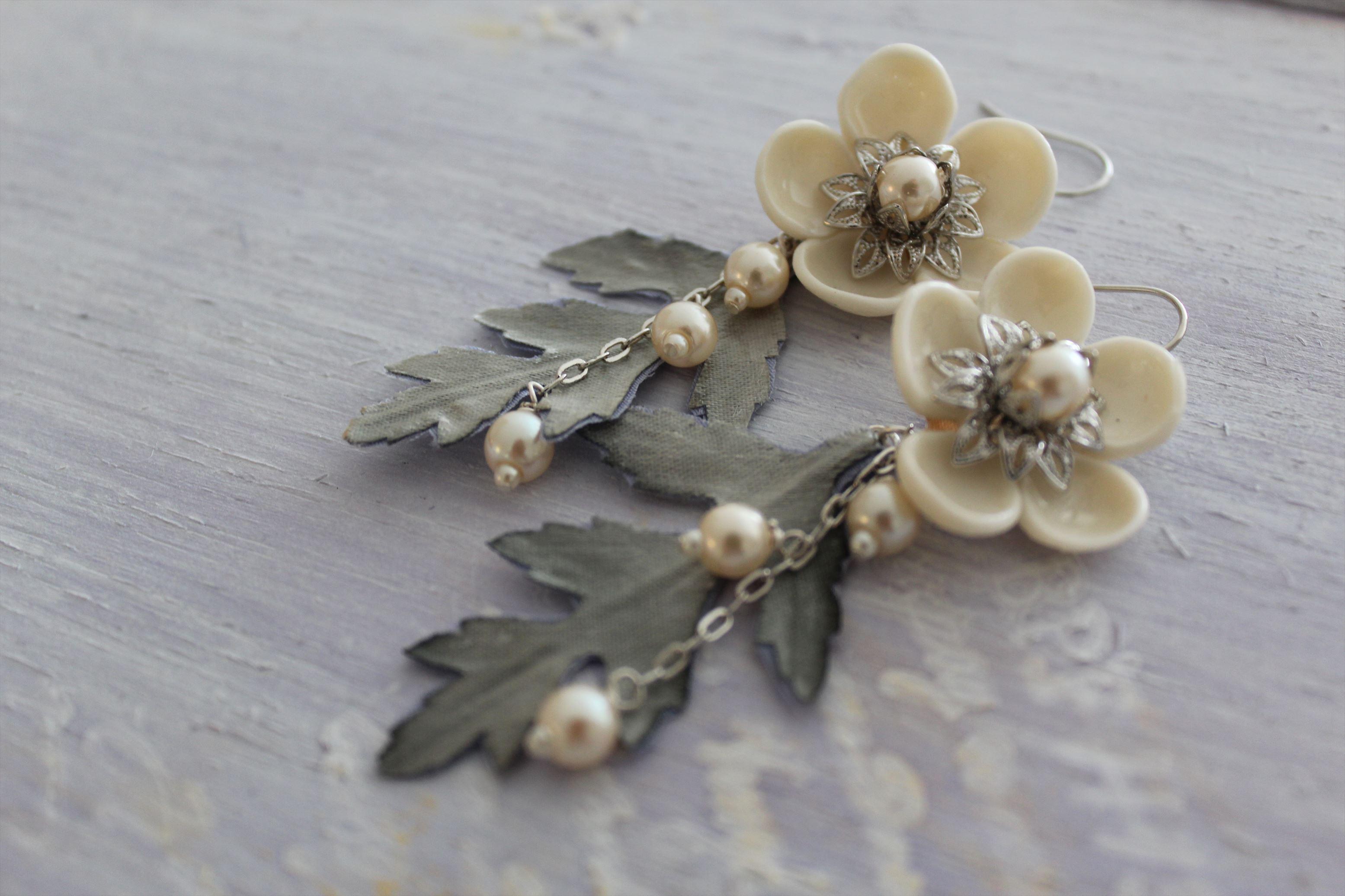 森に咲く花のピアス