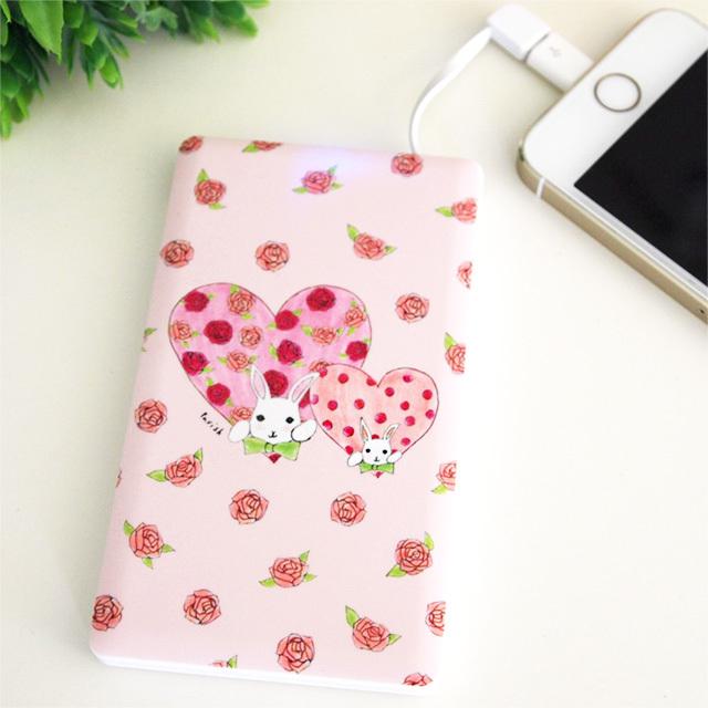 薄型軽量モバイルバッテリー【バラ色の毎日(バラとうさぎとハート)】