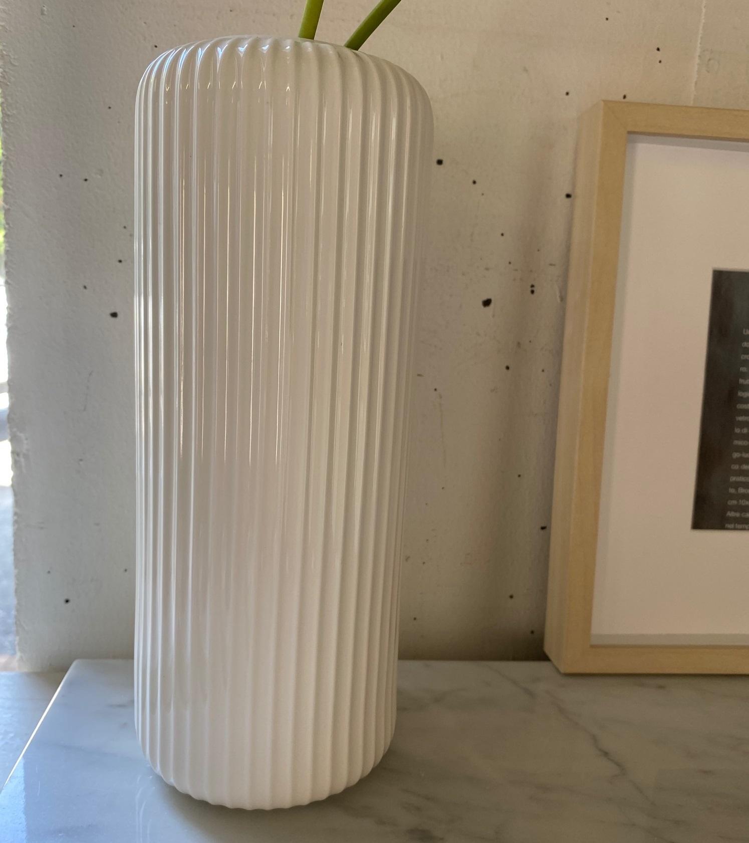フラワーベース ホワイトリブ  ( 高さ 24cm )