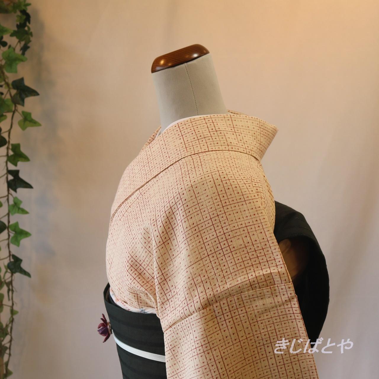 正絹紬 白に赤の亀甲絣小紋 単衣