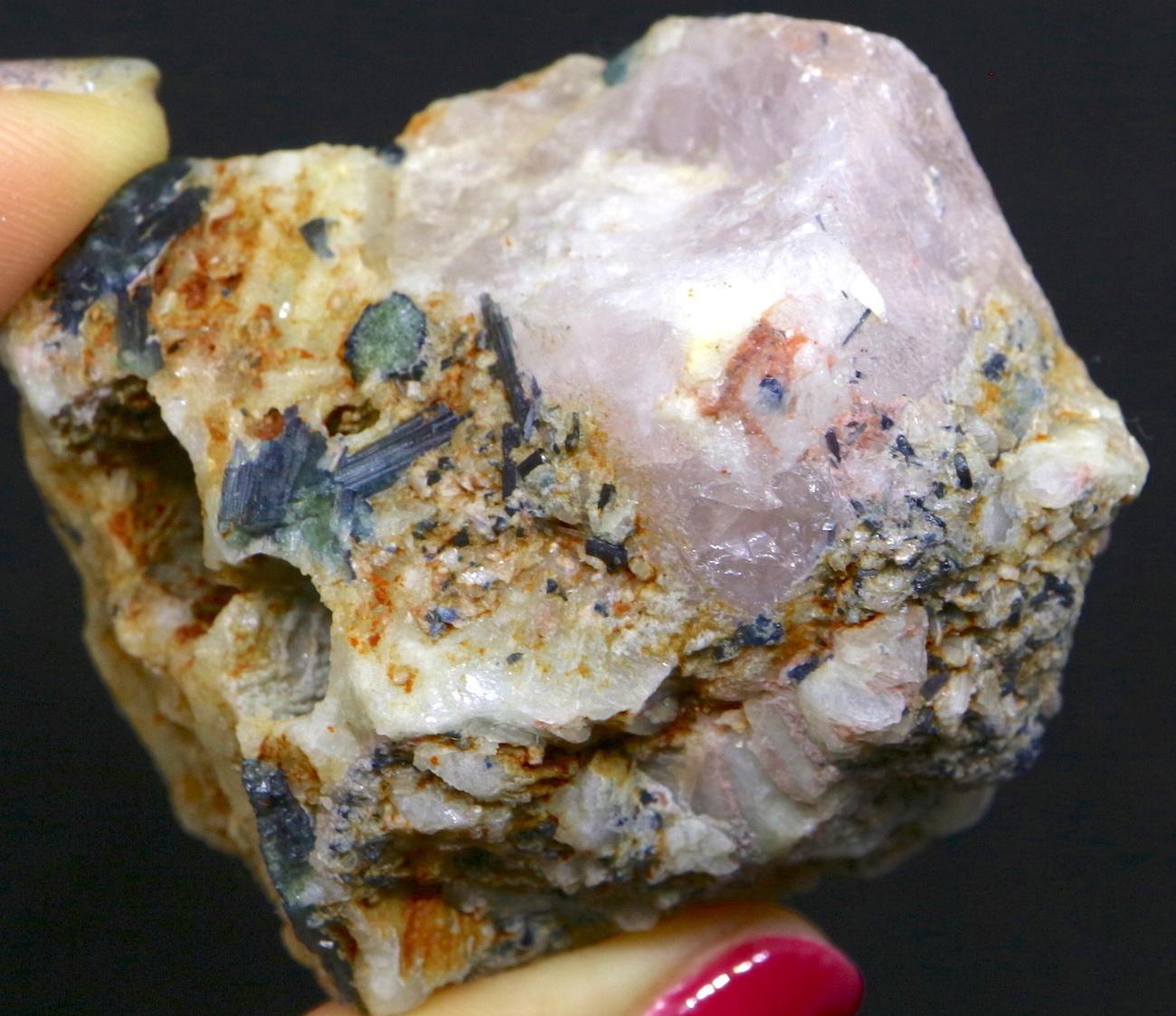 モルガナイト + トルマリン  107,9g 原石 天然 非加熱 モルガン石  MN011