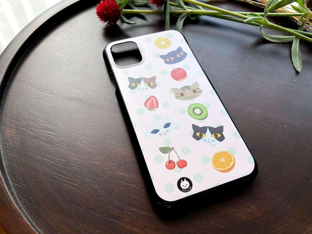猫とフルーツ iPhone11用ハードケース・ブラック