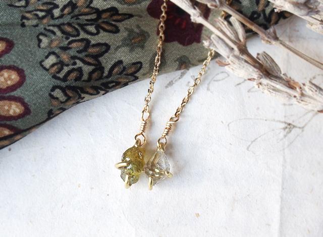 原石のグリーンガーネットとダイヤモンドクォーツのネックス