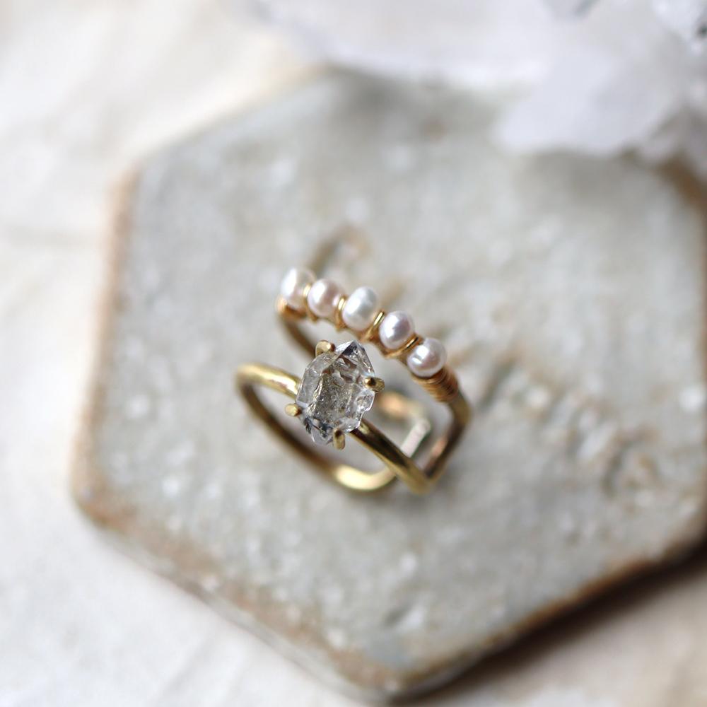 【Sサイズ】原石ダイヤモンドクォーツとパールの2連イヤーカフ