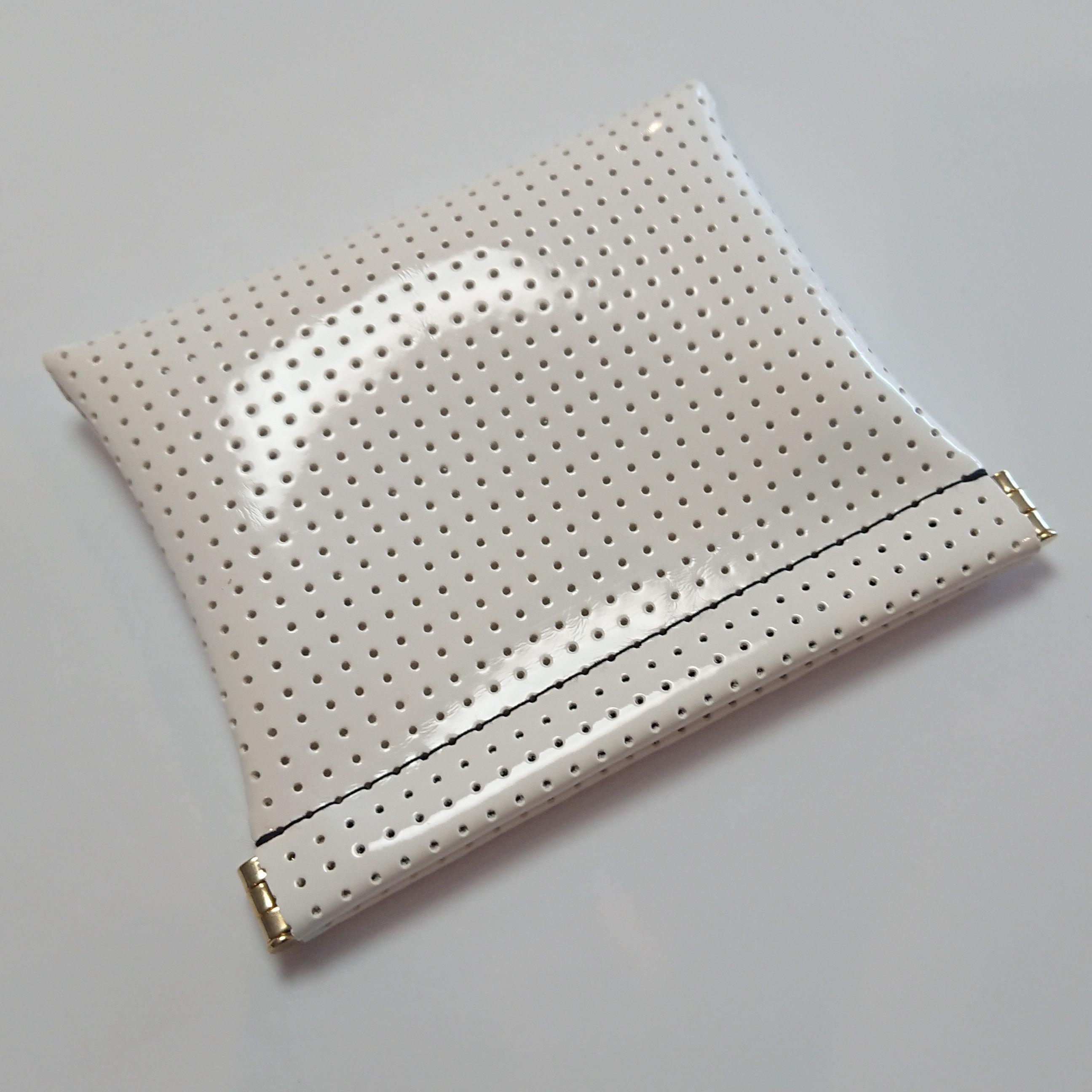 OSORO ポーチ ☆ ミルク(黒ステッチ) カードケース 財布 イヤホンケース ゴルフティーケース ピルケース