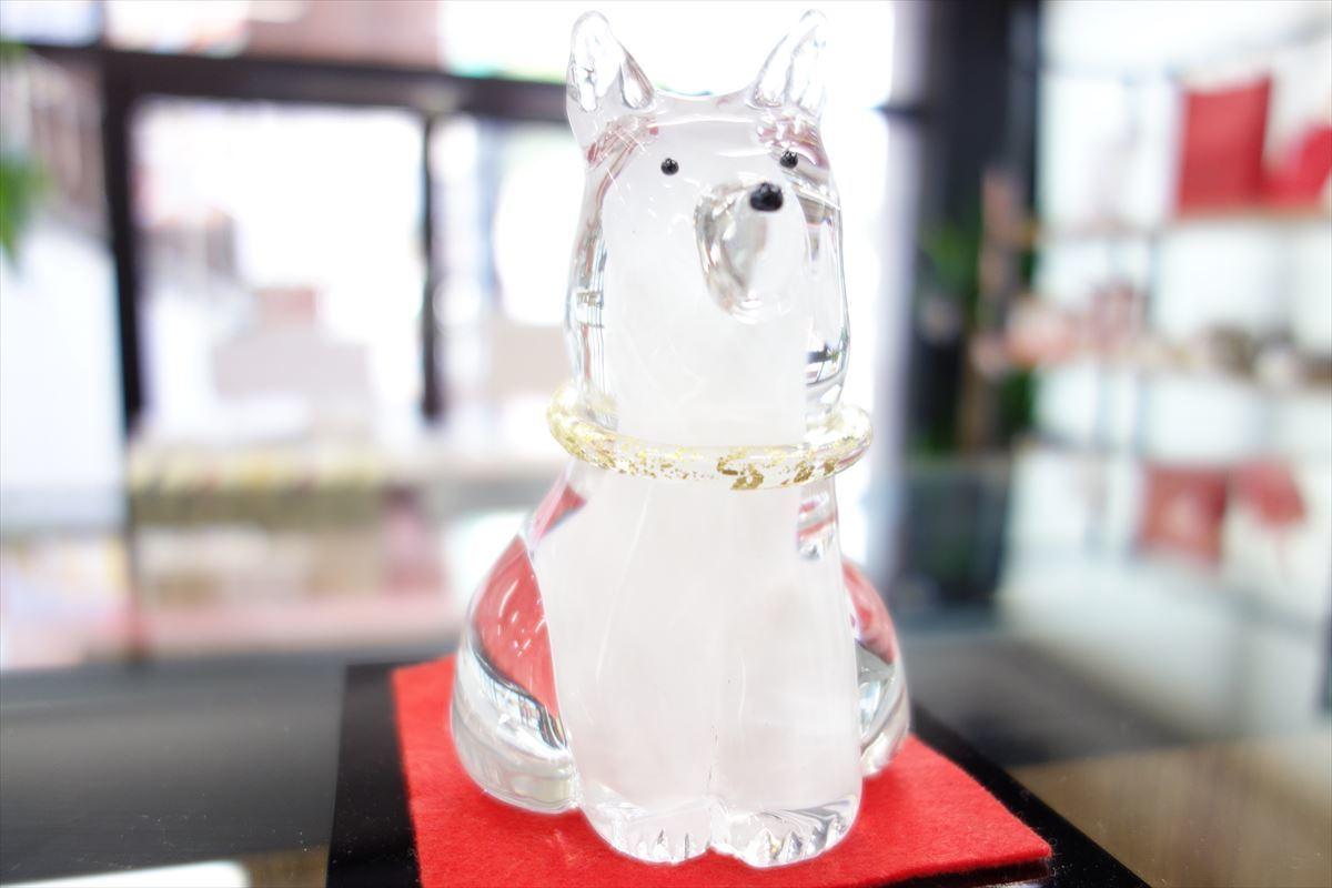 ガラス 犬の置物