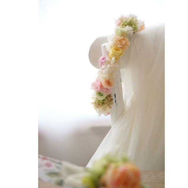 優しいマルチカラーの 花冠