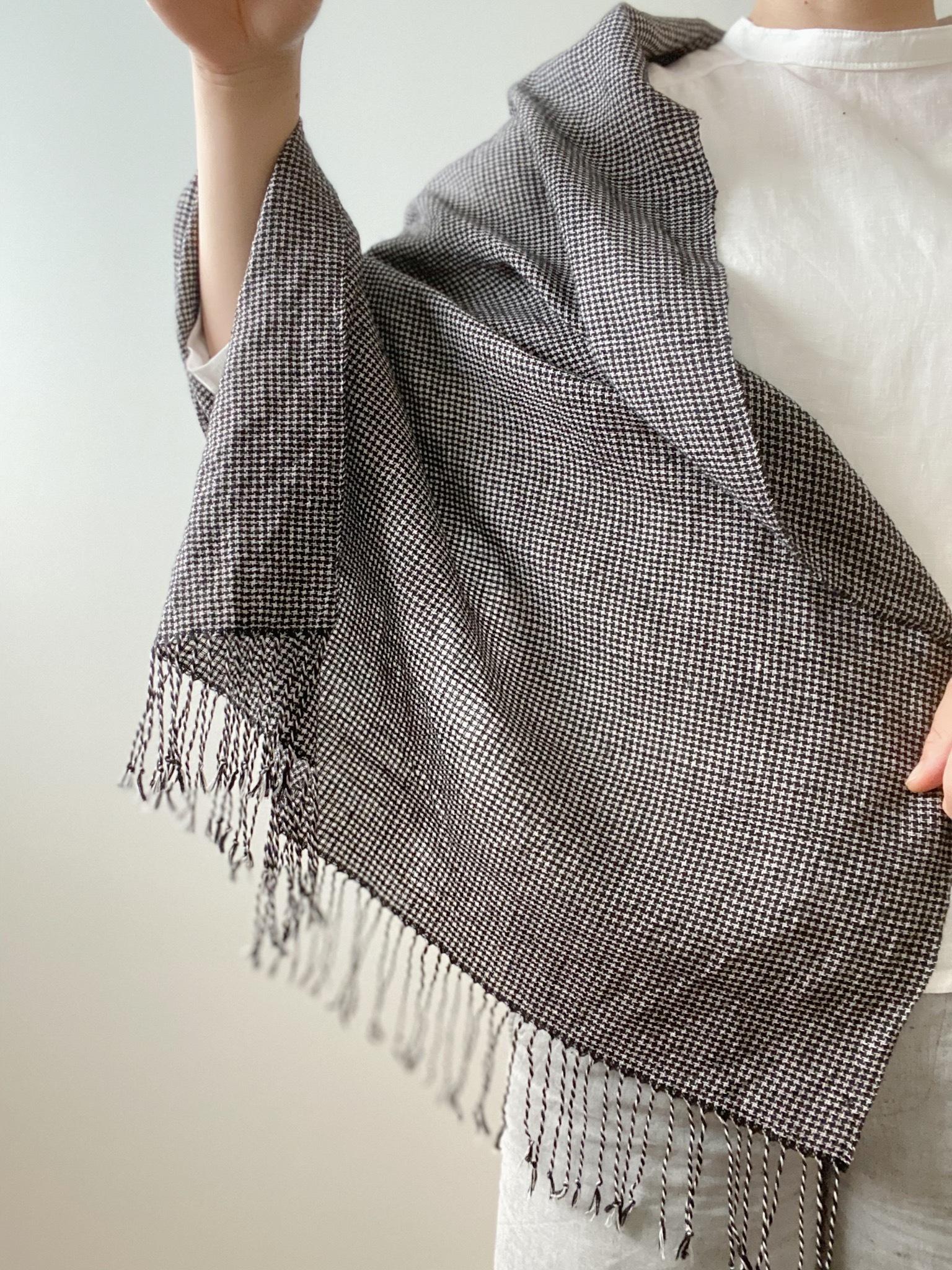 手織りシルクリネンショール(Shawl Small check pattern Black)