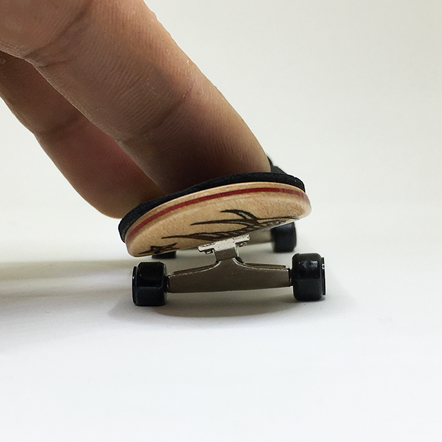 Burning finger skateboard No,2