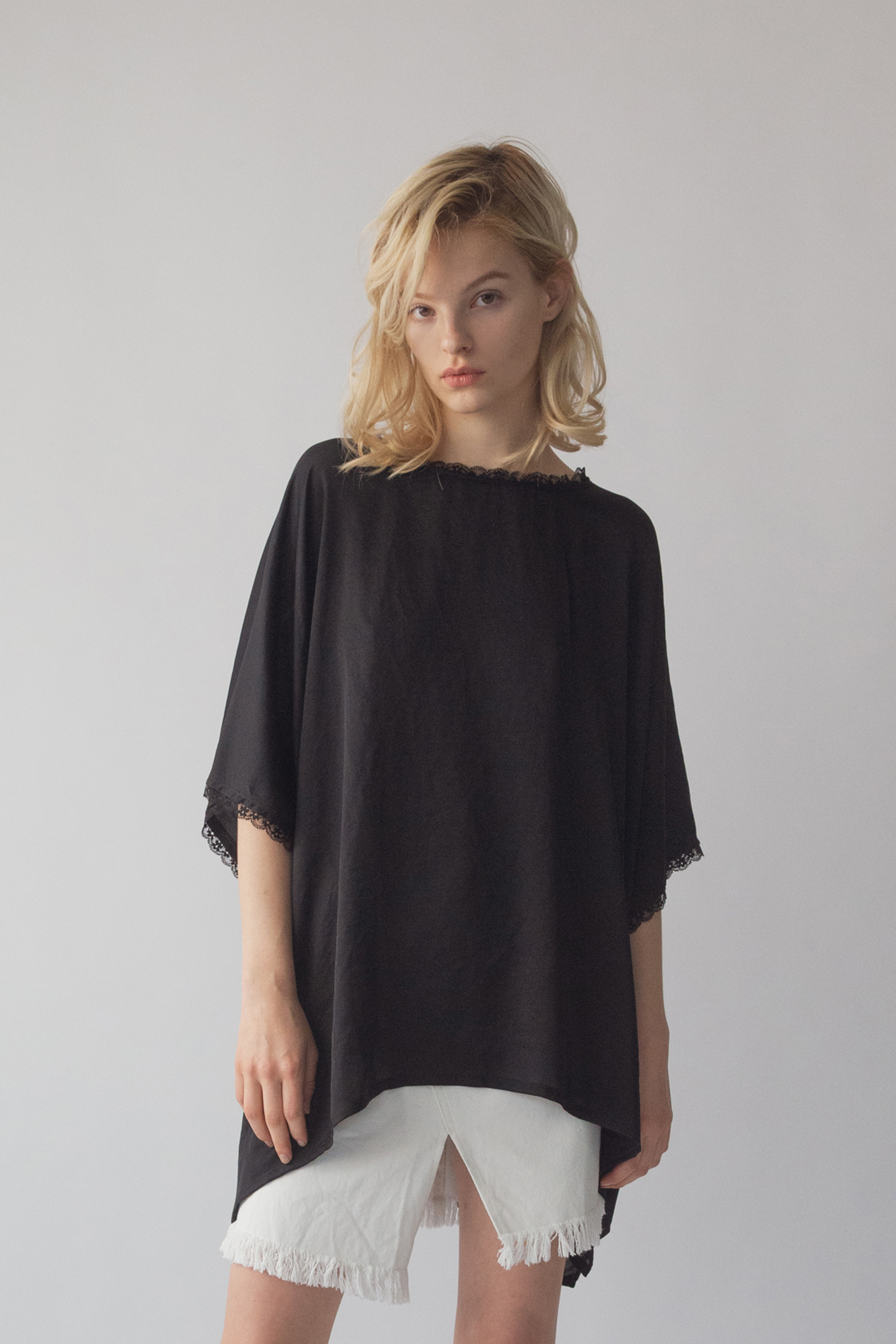 df20SS-02 LACE SATIN O/S TOPS (black)