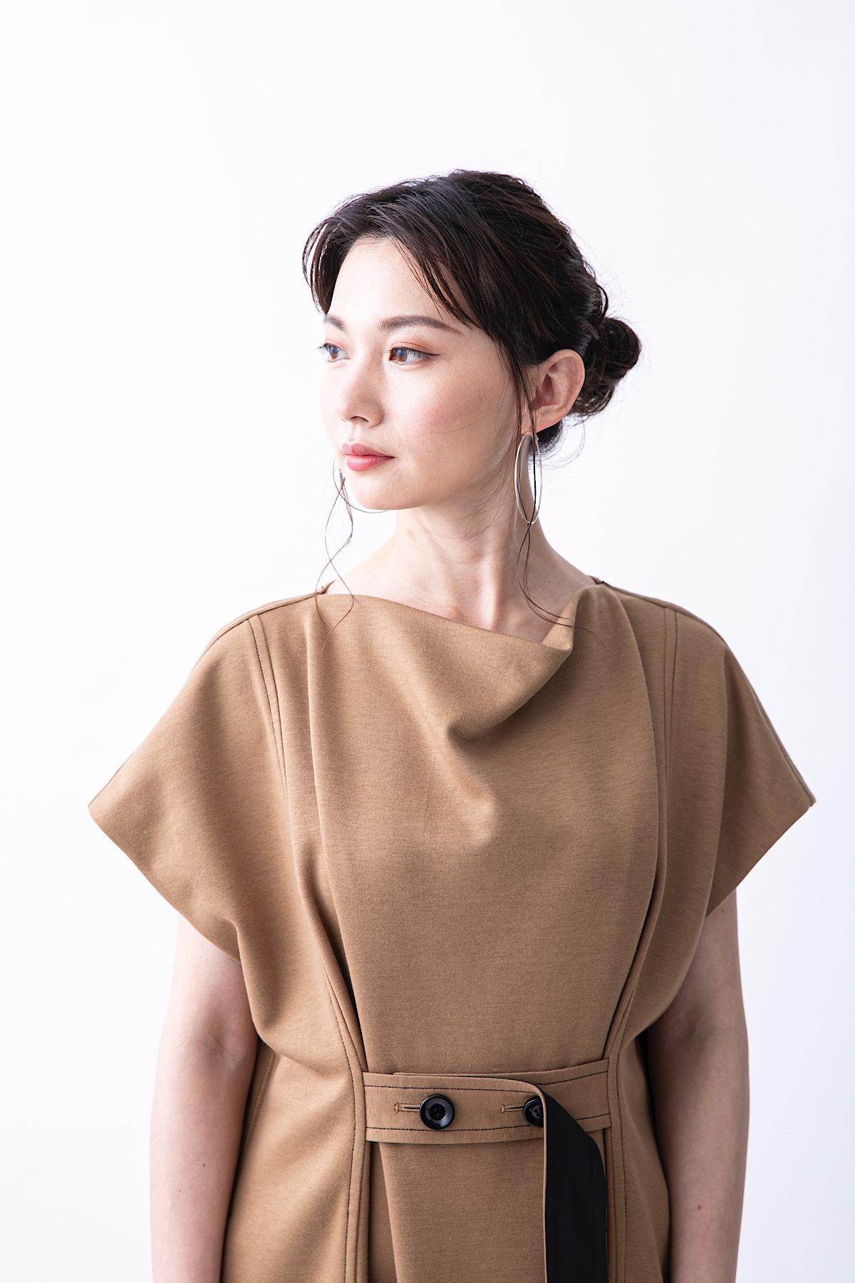 ドレープネックカットドレス 2色:ベージュ
