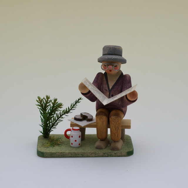 木彫人形 読書家
